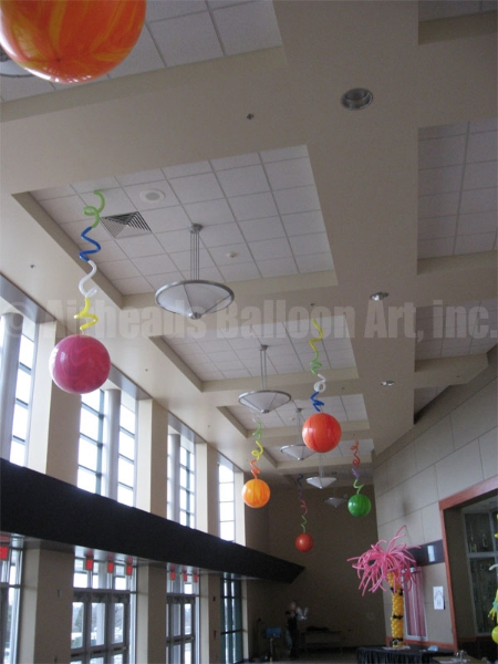 curly-orbs-by-airheads-balloon-art