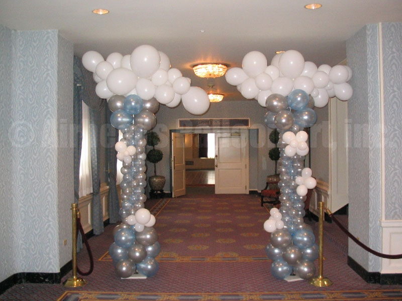 cloud-columns-by-airheads-balloon-art